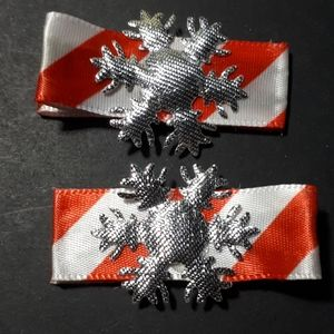 Other - Handmade Kiddie Clips - Silver Snowflake Candycane